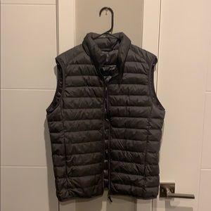 Uniqlo light weight puffer vest
